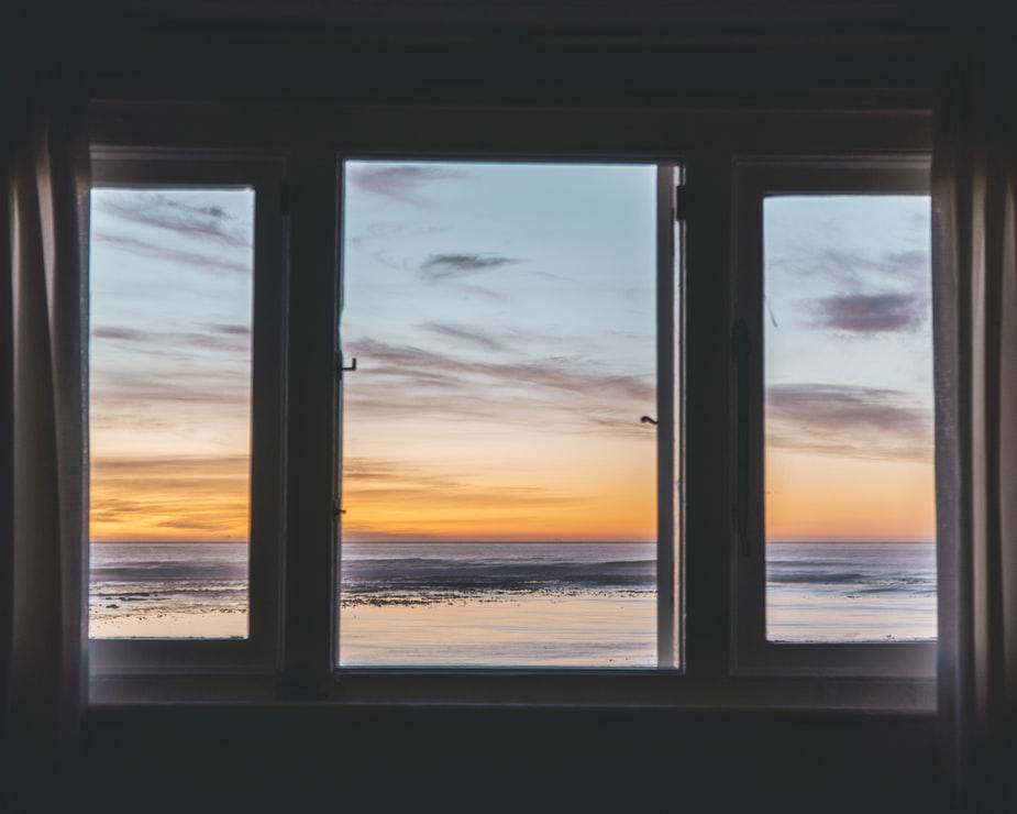 Vælg det rigtige materiale til dine vinduer