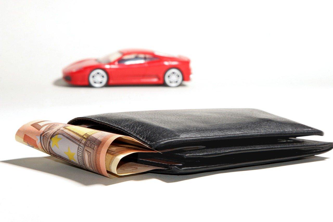 Skal du låne eller købe bilen kontant?