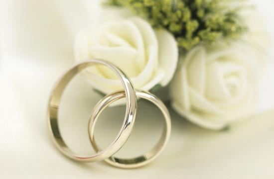 Far gifter sig med 1-årig datter