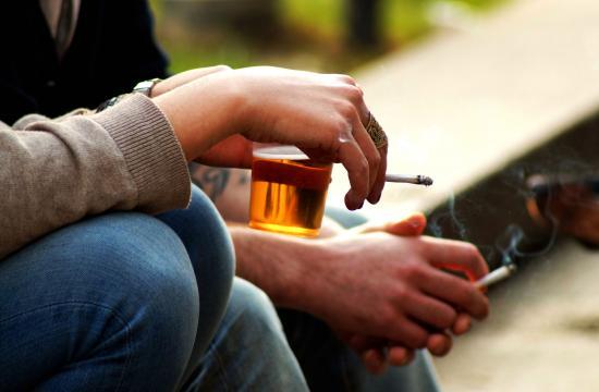Derfor vil du gerne ryge, når du drikker