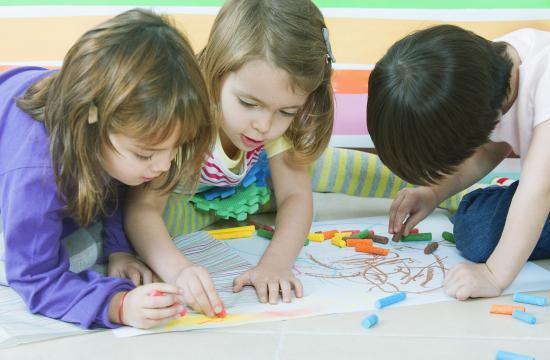 Eksperter: Undervisning skader småbørn