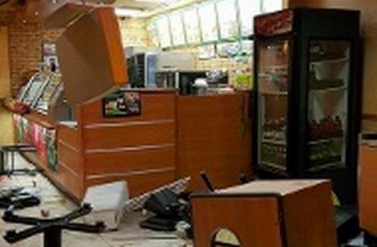 Nøgen kvinde mister besindelsen på restaurant